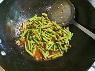黄豆酱焖豇豆,汤汁如果嫌多,可以大火收汁一下拌匀