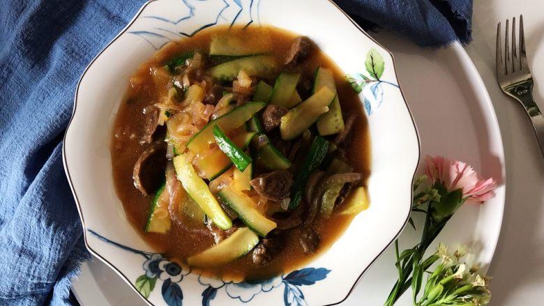 蚝油黄瓜洋葱炒牛肉丸子