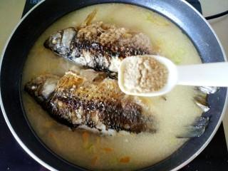 鲫鱼汤,一小勺胡椒粉