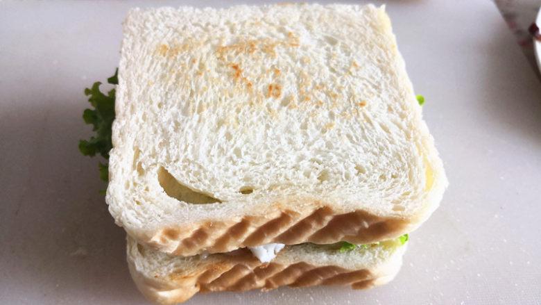 三明治,放上吐司片,