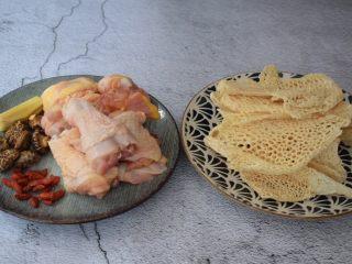 竹荪鸡汤,准备好材料