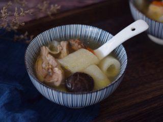 竹荪鸡汤,成品图