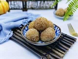 黄金南瓜芝麻球,又香又糯,甜而不腻,百吃不厌。
