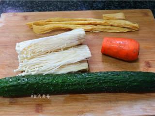 素菜培根卷,备好食材