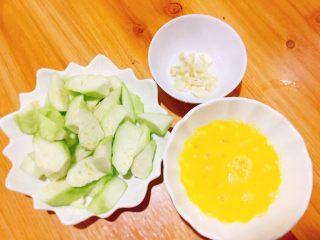 家常菜+丝瓜炒蛋,食材切好备用