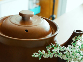 法制黑豆,大火煮开小火煮30分钟。