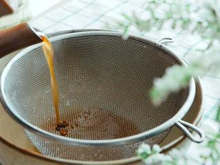 法制黑豆,过滤药汁。