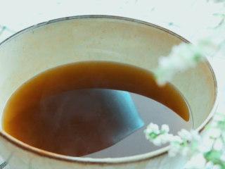 法制黑豆,重复煮3次,取3次的药汁。