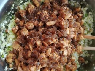 白菜豆腐粉条馅水饺,晾凉后倒入白菜里