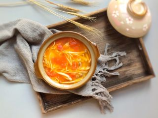 鲜美开胃: 风味西红柿杂菇汤,成品图。