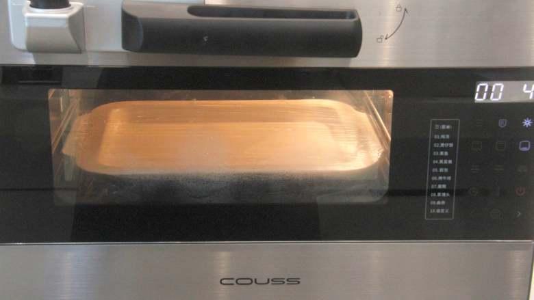 网红拉丝月饼,CO-726A压力电烤箱,烤盘装开水放在最下层,再将装麻薯糊的烤盘放在上一层的网架上,设置下火模式,150度,蒸制约15分钟。