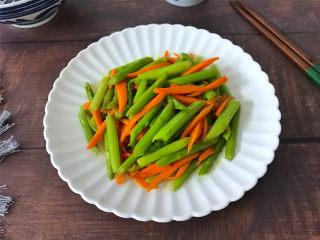 胡萝卜炒芦笋