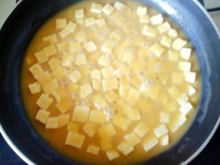 蟹黄豆腐,汤汁浓稠即可
