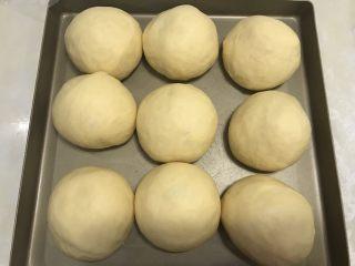 南瓜软欧,最后发酵:38度,80%,45分钟,面团两倍大,烤箱预热180度备用。