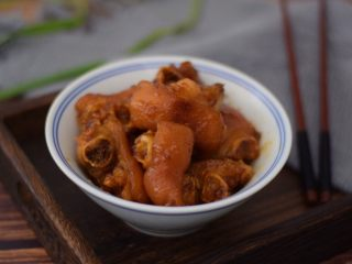黄梅酱焖猪蹄