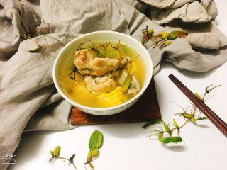 石橄榄鸡汤 润喉清肺的小滋补,喝汤时候,也可以加入一点准备好的芹菜末。