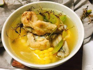 石橄榄鸡汤 润喉清肺的小滋补,汤水十分的鲜甜哦!