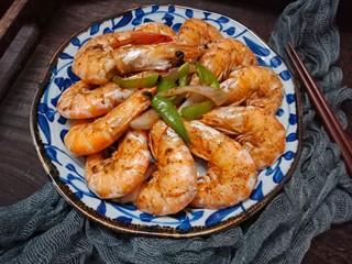 椒盐烤虾,放入烤中层,上下火200度烤15分钟