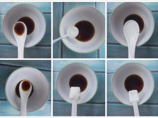 煎鸡蛋,然后开始调制,先放一勺生抽,再放一勺醋,接着放一勺糖,一勺盐,一勺水和一勺淀粉。