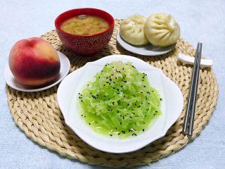 凉拌莴笋丝,凉拌小菜是每餐必不可少的美味