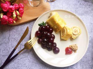 香蕉芝士吐司卷,吃的时候可以根据喜好,搭配果酱或花生酱之类的蘸着吃。