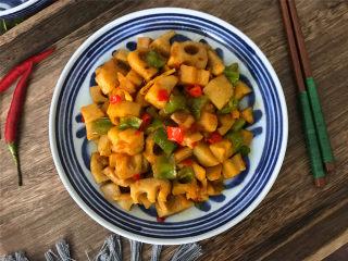 酸辣藕丁,做法简单,清脆爽口,酸辣又下饭的酸辣藕丁,吃起来特别下饭。