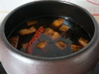 欲罢不能的土豆红烧肉,加入水开始煮