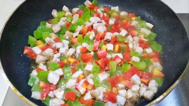 莴笋胡萝卜肉丁炒饭,翻炒2分钟