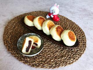 奶香豆沙饼,奶香豆沙饼松软可口,香甜适宜,奶香浓郁,营养丰富,非常好吃~