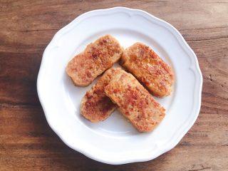 南瓜小汉堡,午餐肉煎至两面金黄