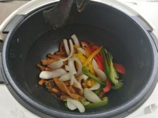 爆炒牛肚丝,一个程序结束后,加入洋葱,甜椒,选补炊模式,三十秒出锅