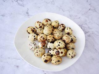 五香鹌鹑蛋,鹌鹑蛋洗净沥干水份