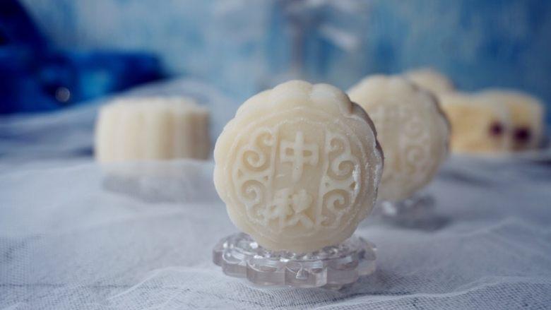 椰蓉蔓越莓冰皮月饼
