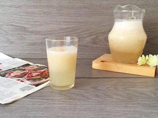 鲜榨柠檬梨子汁