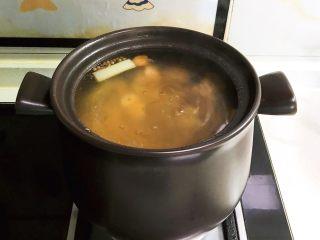 砂锅脊骨鲜藕汤,脊骨鲜藕汤熬好了