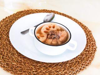砂锅脊骨鲜藕汤,脊骨鲜藕汤熬好了,汤汁浓郁,不油不腻,鲜香适宜~