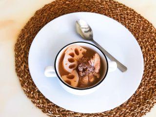 砂锅脊骨鲜藕汤,这道脊骨鲜藕汤里面的鲜藕吸足了脊骨汤汁的鲜味,糯糯的,非常好吃,汤汁鲜美,营养丰富~