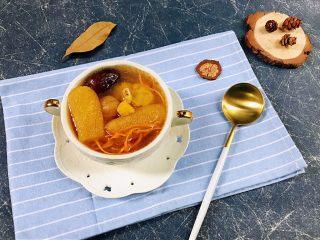 瑶柱虫草花竹荪筒骨汤,装碗