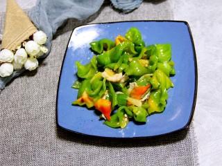 辣椒炒肉,装盘。