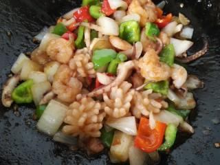 海鲜烩,翻炒均匀入味即可出锅