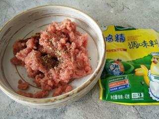 中餐厅~番茄牛丸汤,撒少许鸡精增香