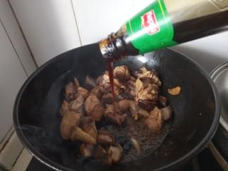 香菇焖鸡腿,蚝油
