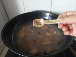 香菇焖鸡腿,胡椒粉