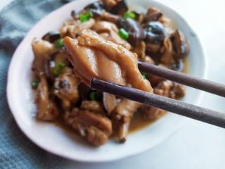 香菇焖鸡腿,鸡腿肉