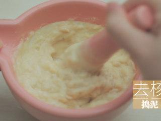榴莲的3+2种有爱做法「厨娘物语」,捣泥备用。
