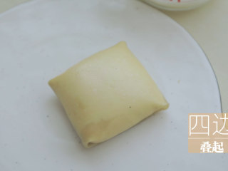 榴莲的3+2种有爱做法「厨娘物语」,四边叠起,放入冰箱冷藏30分钟。