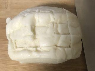 冷馒头的华丽转身—— 培根芝士烤馒头,切成棋盘格形状