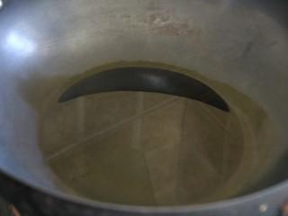 油焖笋,热锅热油,油稍稍多一点
