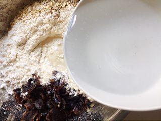奶香燕麦桂圆刀切馒头,用温水和面