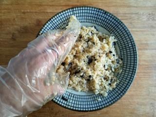 海苔香米饼,再次抓拌均匀。